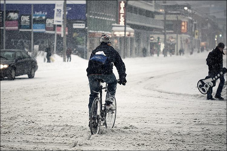 snow biker || Canon5D/EF100f2.8 | 1/100s | f2.8 | ISO400 | Handheld