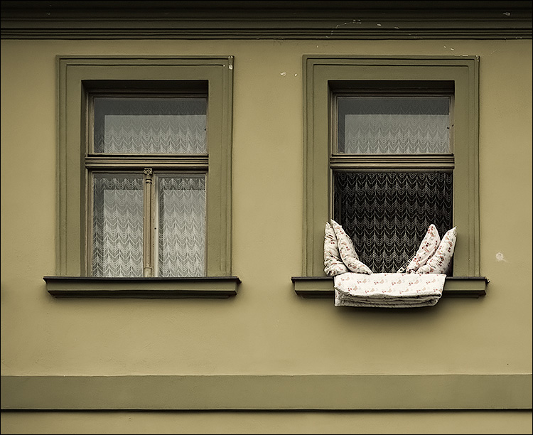 pillows and windows || Canon5D/EF70-200f4L | 1/250s | f5.6 | ISO200 | Handheld