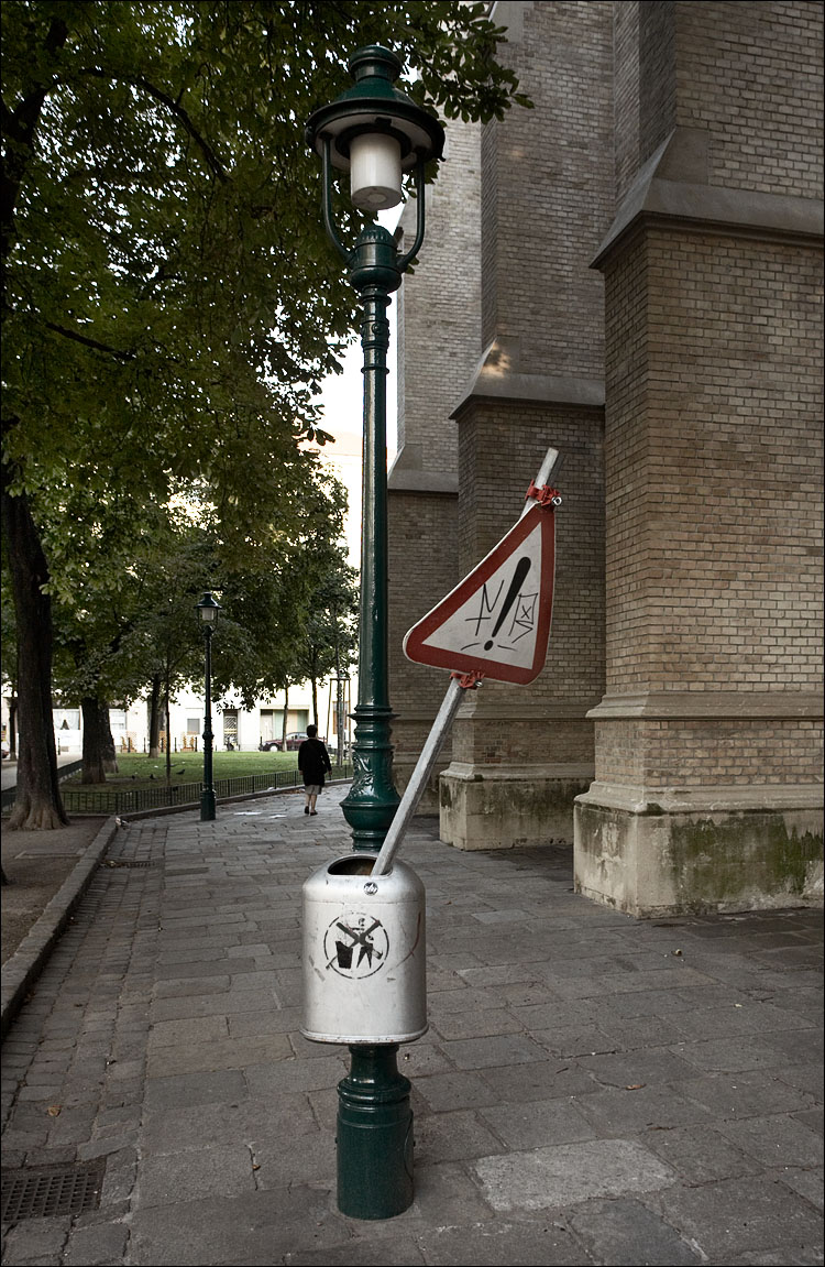 danger bin || Canon5D/EF17-40L@26 | 1/50s | f5 | ISO500 | Handheld
