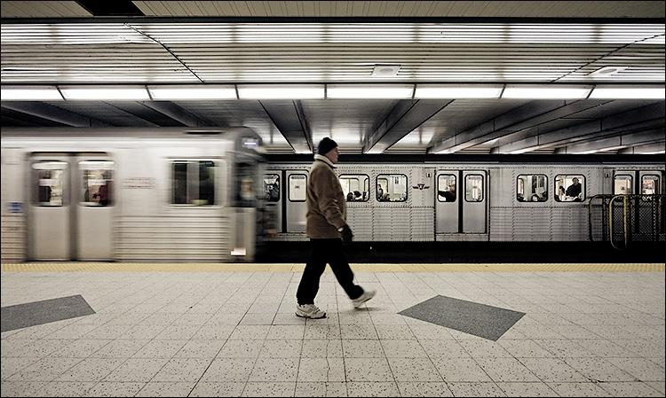 subway walker || Canon5D/EF17-40L@17 | 1/50s | f5 | ISO640 | Handheld