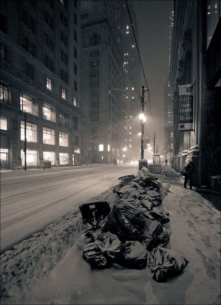 garbage and snow || Canon5D/EF17-40L@17 | 1/20s | f4 | ISO800 | Handheld