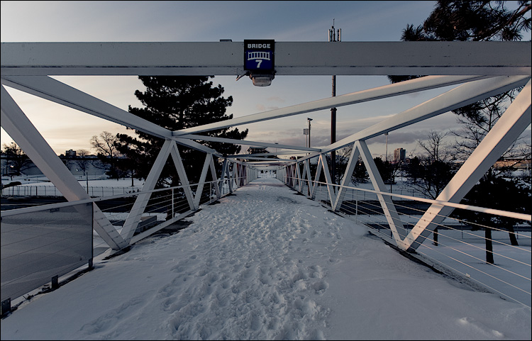bridge 7    Canon5D/EF17-40L@17   1/25s   f8   ISO100   Handheld
