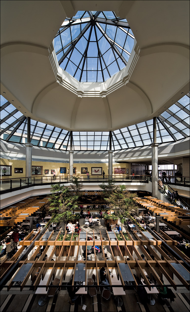 wide food court || Canon5D/Sigma12-24 | 1/125s | f9 | ISO200 | Handheld