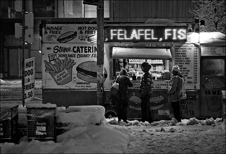 felafel and snow || Canon5D/EF100f2.8 | 1/30s | f2.8 | ISO800 | Handheld