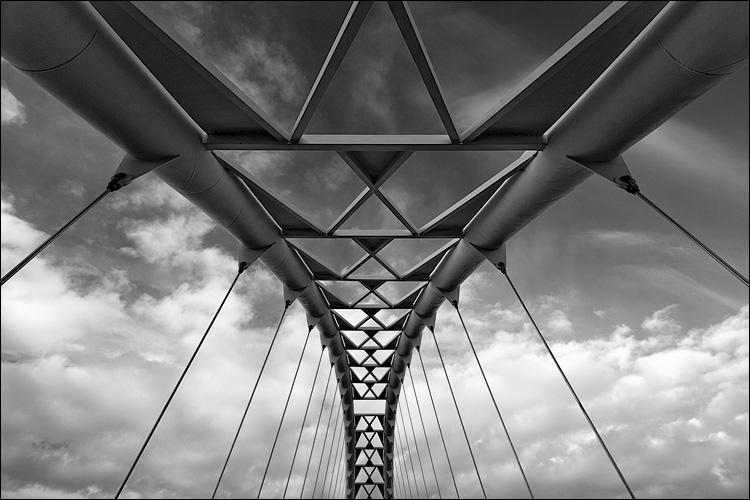 arch bridge || Canon5D/EF17-40L@17 | 1/30s | f8 | ISO100 | Handheld