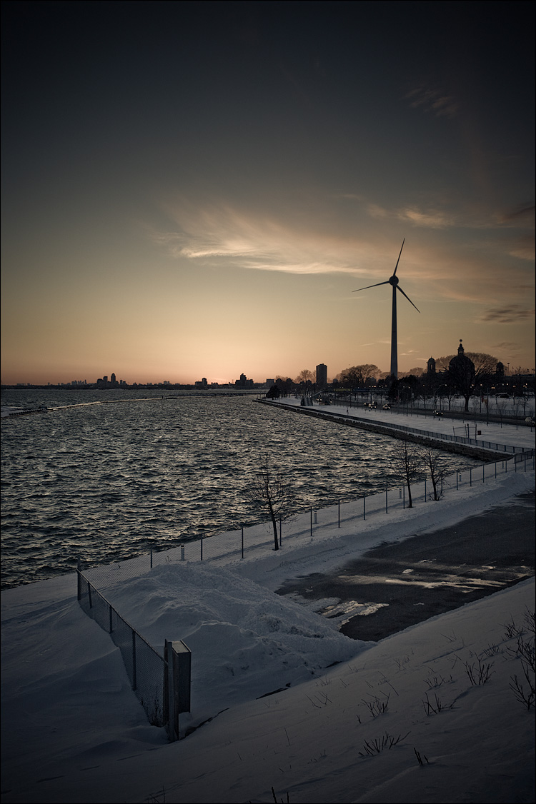 the windmill || Canon5D/EF17-40L@36 | 1/125s | f8 | ISO200 | Handheld