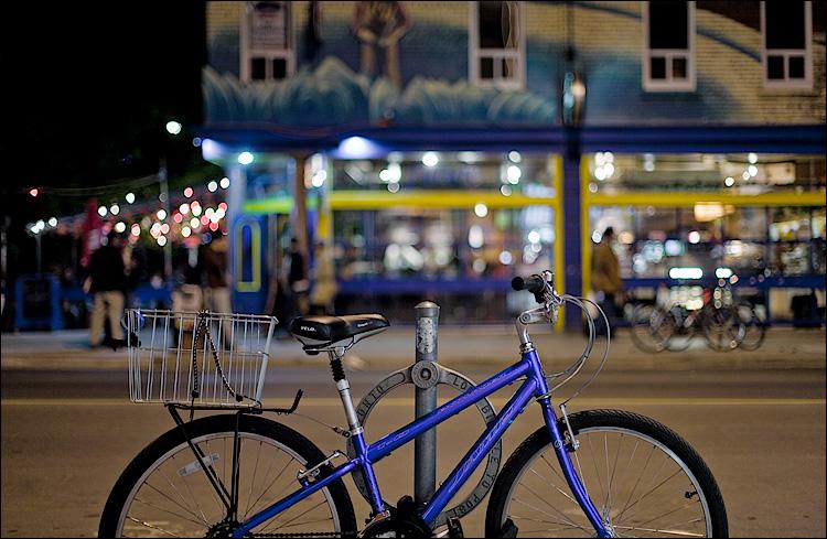 night bike || Canon5D/EF50f1.4 | 1/30s | f1.4 | ISO400 | Handheld