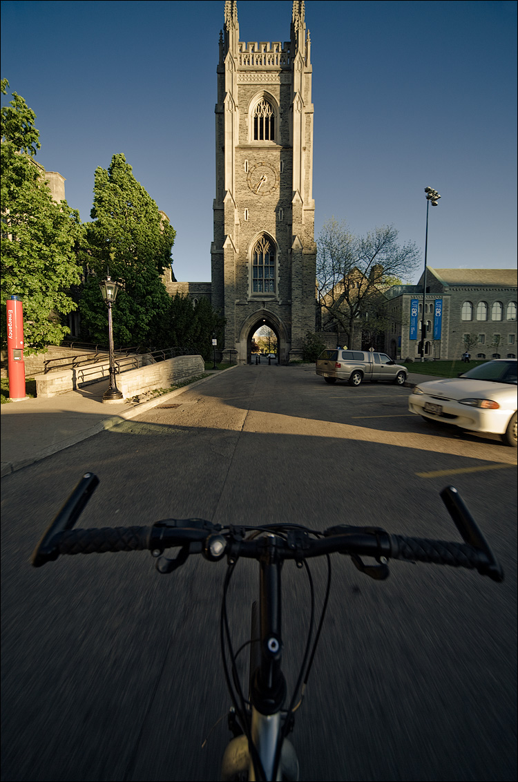 to the tower || Canon5D/Sigma12-24@12 | 1/60 | f7.1 | on bike