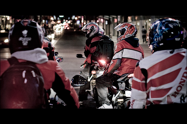 bikers in red || Canon5D/EF50f1.4 | 1/125s | f2.5 | ISO400 | Handheld