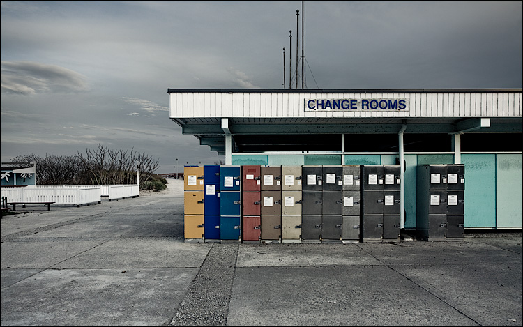 change rooms || Canon5D/EF17-40L@24 | 1/125s | f8 | ISO200 | Handheld