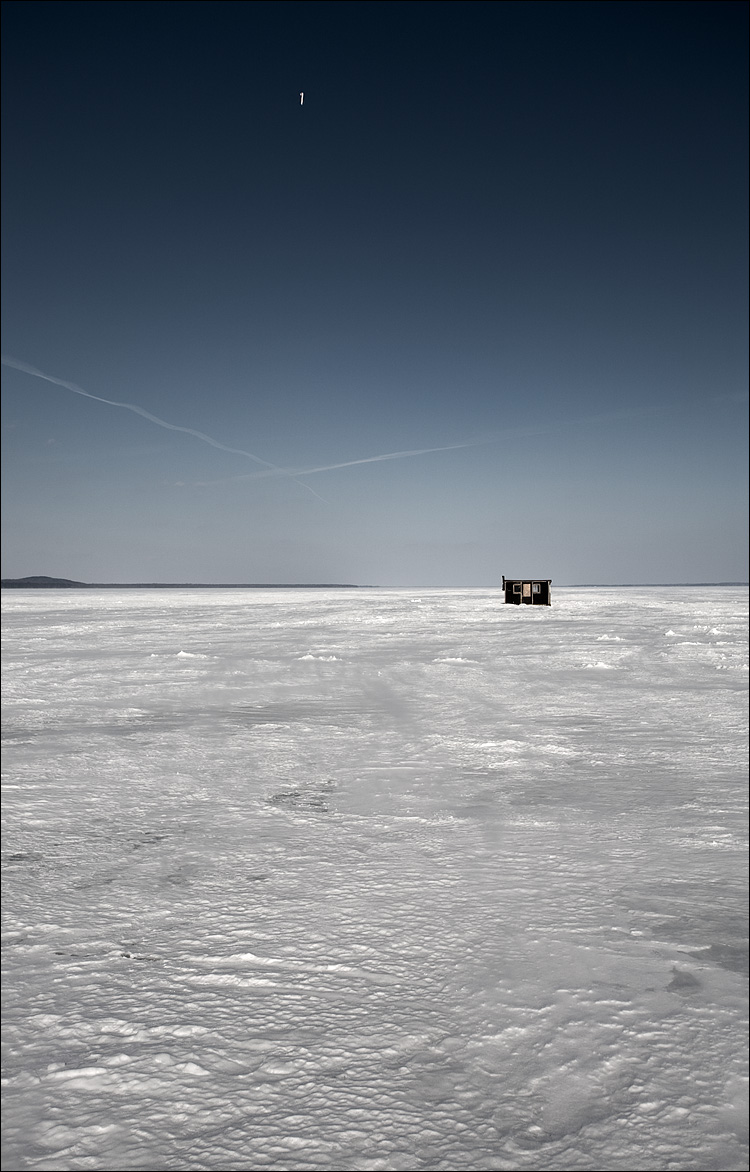 the hut and the plane || Canon5D/EF17-40L@35 | 1/125s | f8 | ISO50 | Handheld