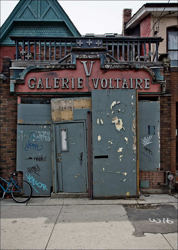 galerie voltaire || Canon5D/EF17-40L@23 | 1/100s | f7.1 | ISO100 | Handheld