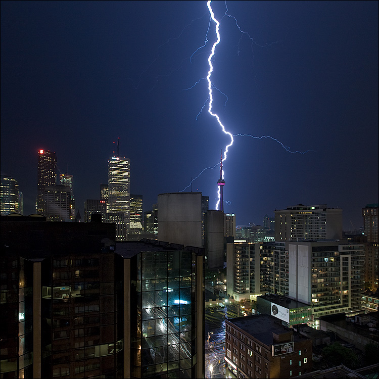 lightning and tower || Canon5D/EF17-40L@17 | 8s | f9 | ISO100 | Tripod