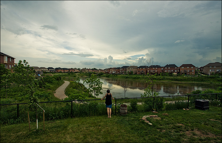 storm watcher || Canon5D/EF17-40L@17 | 1/160s | f9 | ISO200 | Handheld