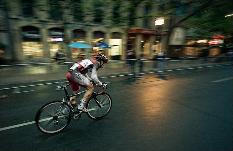 rainy race || Canon5D/EF17-40L@17 | 1/80s | f4 | ISO1600 | Handheld