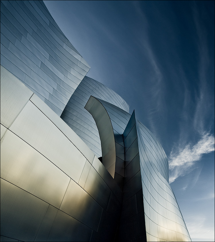 gehry and the sky || Canon5D/EF17-40L@17 | 1/60s | f5.6 | ISO100 | Handheld