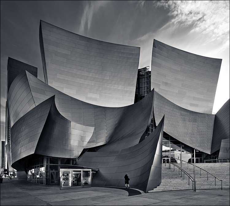 disney concert hall || Canon5D/EF17-40L@17 | 1/80s | f6.3 | ISO100 | Handheld