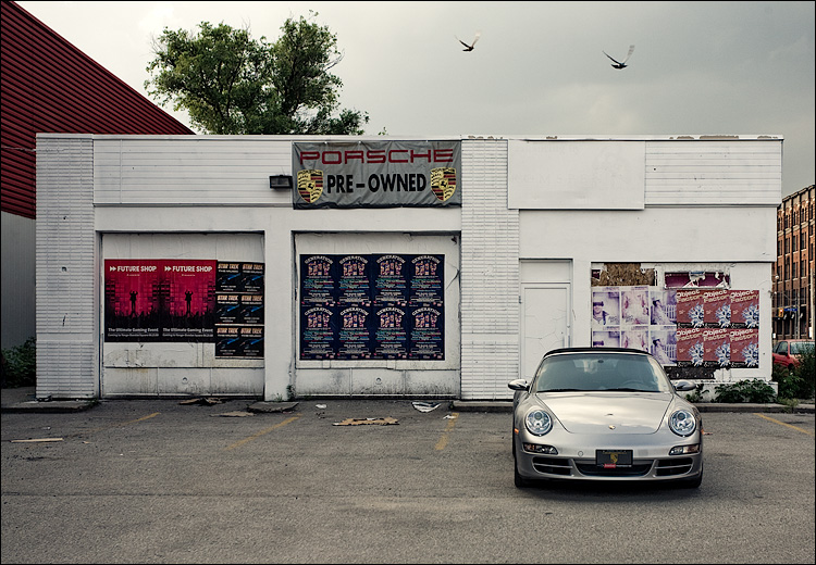 porsche and birds || Canon5D/EF17-40L@40 | 1/100s | f7.1 | ISO200 | Handheld