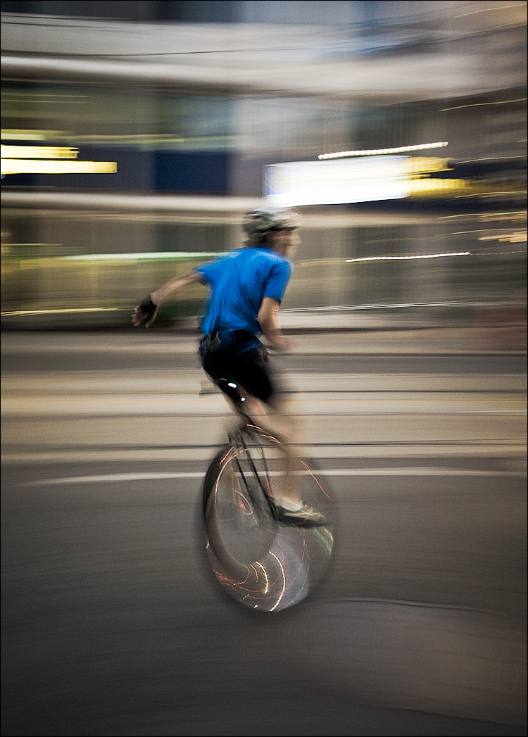 the unicyclist || Canon5D/EF17-40L@22 | 1/6s | f4 | ISO800 | Handheld