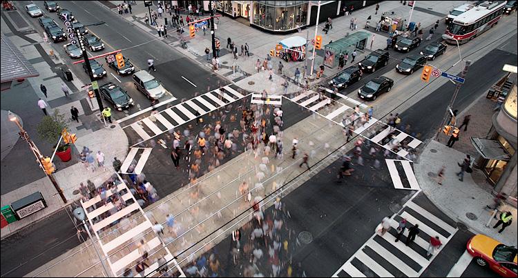 scrambled pedestrians || Canon5D/EF17-40L@20 | 1/6s | f6.3 | ISO200 | Tripod