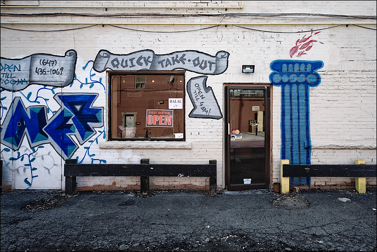 quick take-out || Canon5D/EF17-40 | 1/80s | f9 | ISO200 | Handheld