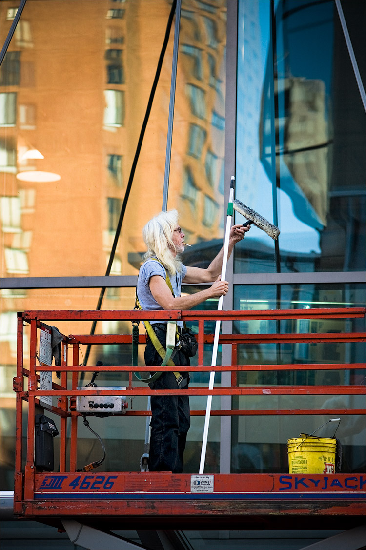 window washer || SonyA700/Zeiss135f1.8 | 1/320s | f4 | ISO200 | Handheld