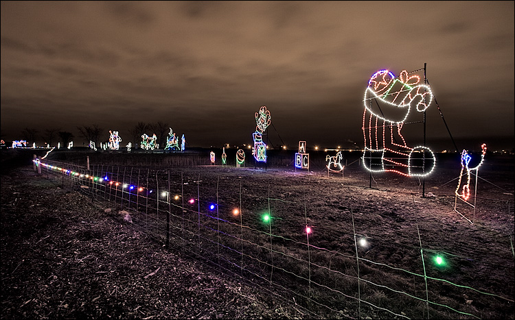 trail of lights || Canon5D/EF17-40@17 | 8s | f7.1 | ISO200 | tripod