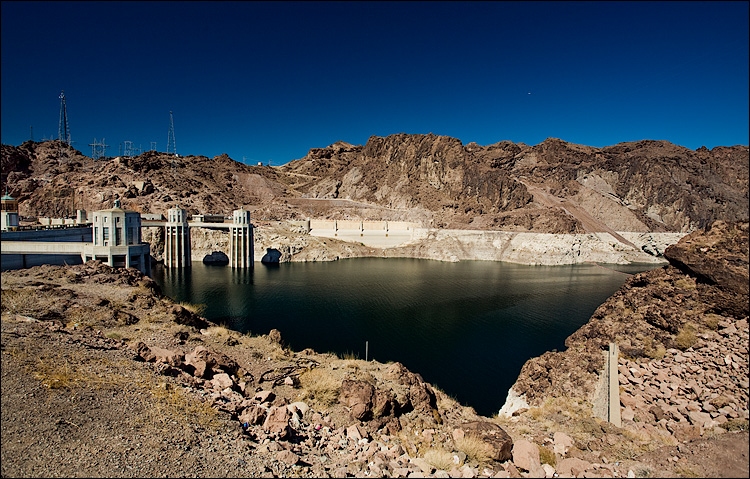 hoover dam || Canon5D/EF17-40L@17 | 1/125s | f8 | ISO100 | handheld