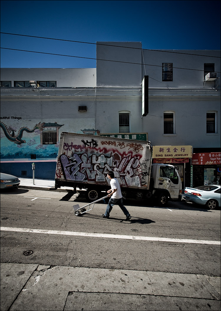 man and the truck || Canon5D/EF17-40L@17 | 1/60s | f5.6 | ISO100 | Handheld