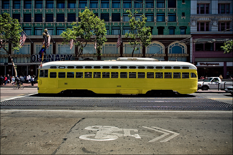 bike lane and yellow tram || Canon5D/EF17-40L@17 | 1/80s | f6.3 | ISO100 | Handheld