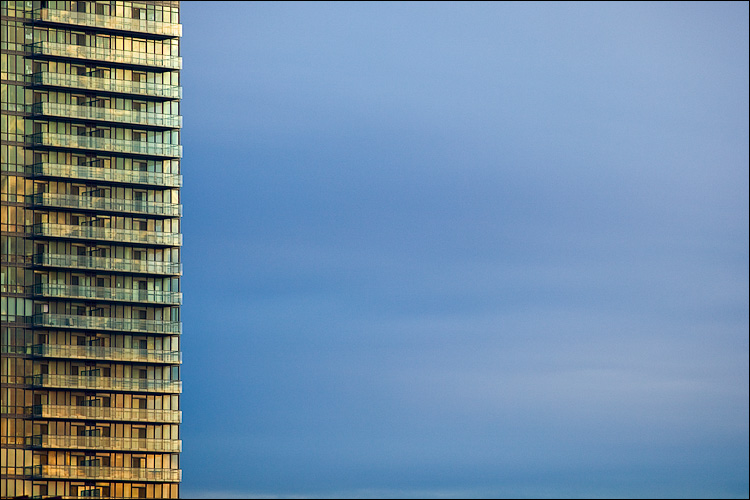 glass and blue sky || Canon5D/EF200f2.8 | 1/200s | f3.2 | ISO100 | Handheld