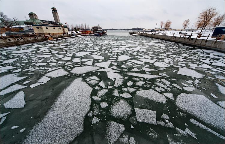 snow on ice || Canon5DMkII/Sigma12-24@12 | 1/25s | f8 | ISO800 | Handheld