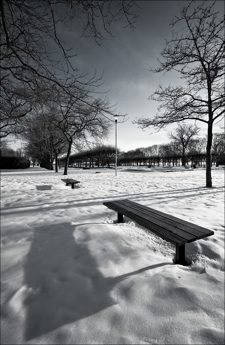 bench shadow || Canon5D2/EF17-40L | 1/200s | f8 | ISO200