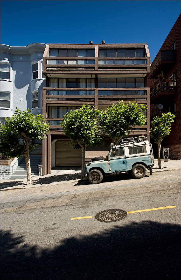 jeep on steep street  || Canon5D/EF17-40L | 1/80s | f5.6 | ISO100 | Handheld