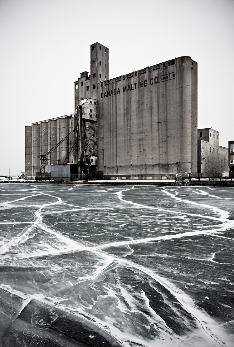 silo and ice || Canon5D2/EF17-40L | 1/80s | f9 | ISO200