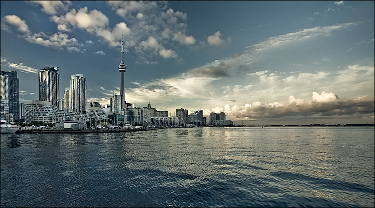 Toronto 175 || Canon5D/EF17-40L@17 | 1/125s | f7.1 | ISO400