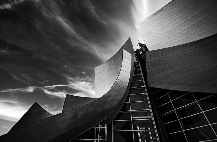 metal and glass || Canon5D/EF17-40L@17 | 1/80s | f5.6 | ISO100