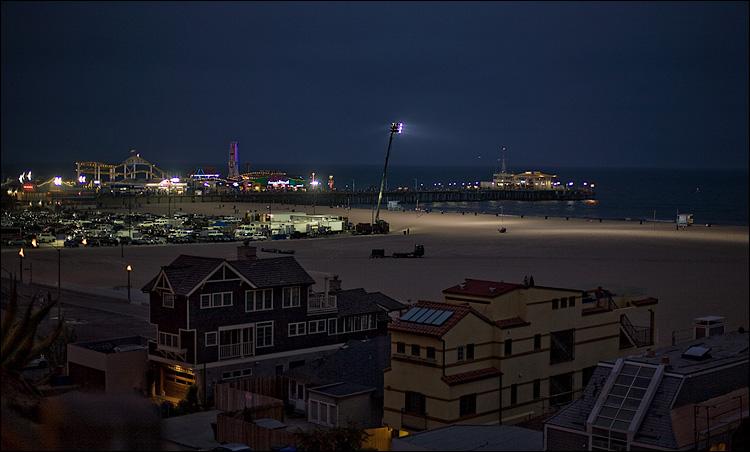 lit beach || Canon5D/EF50f1.4 | 1/60s | f1.8 | ISO200