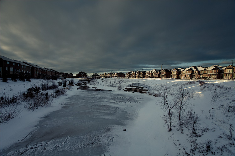 little boxes on ice || Canon5D2/EF17-40L@17 | 1/80s | f5.6 | ISO100