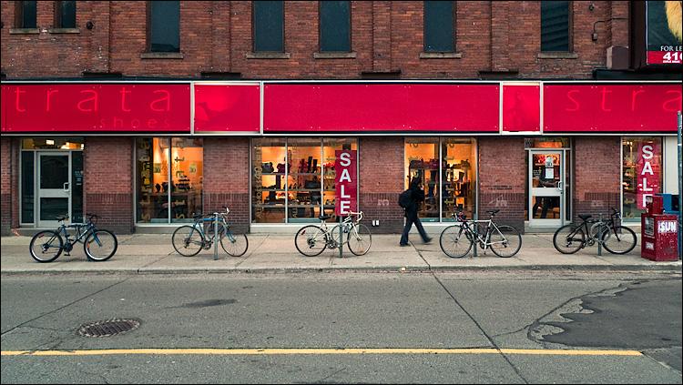 red line and bikes || Panasonic LX3 | 1/40s | f2 | ISO80