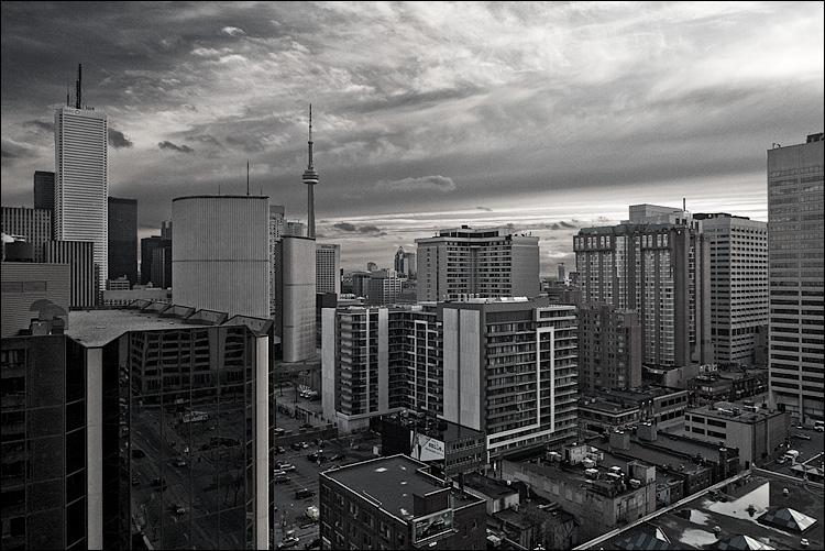 city in black    PanasonicLX3   1/160s   f2.8   ISO80