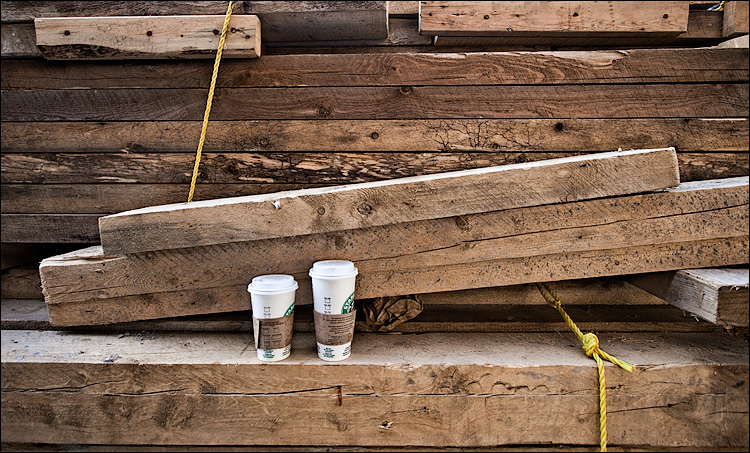 cups and planks || Canon5D/EF17-40L@17 | 1/80s | f6.3 | ISO400