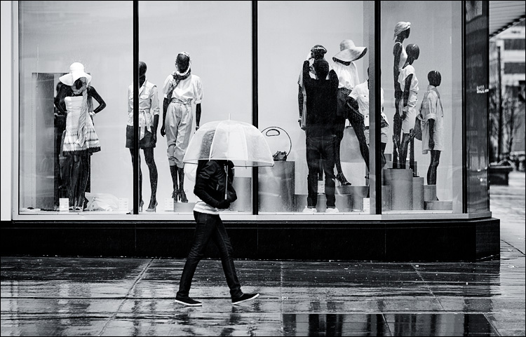 rain people || Canon5D2/EF200f2.8L | 1/200s | f4.5 | ISO400
