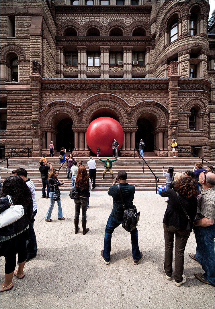 red ball at city hall || Canon5D2/Sigma12-24@12 | 1/125s | f8 | ISO200