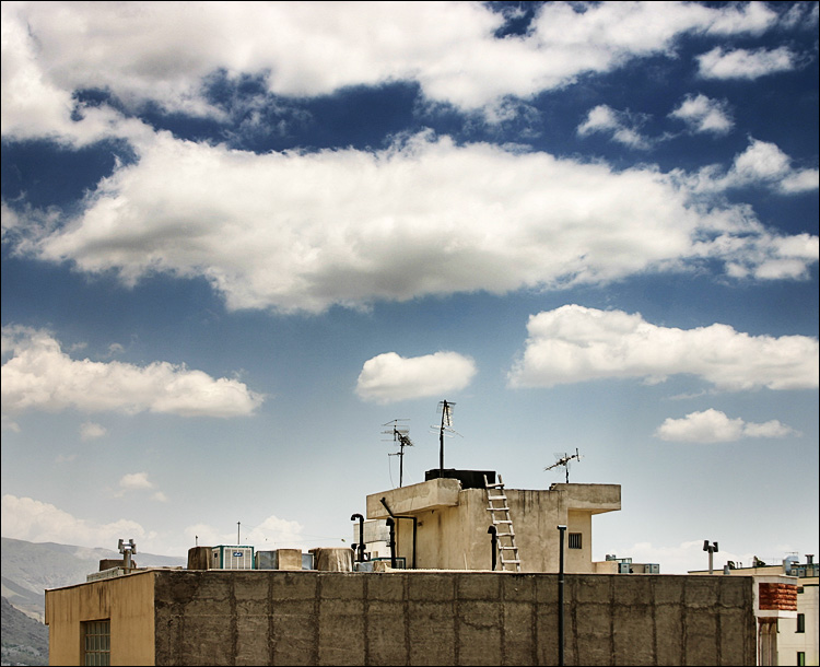 rooftop || Canon300D/EF-S18-55@18 | 1/200s | f9 | ISO100