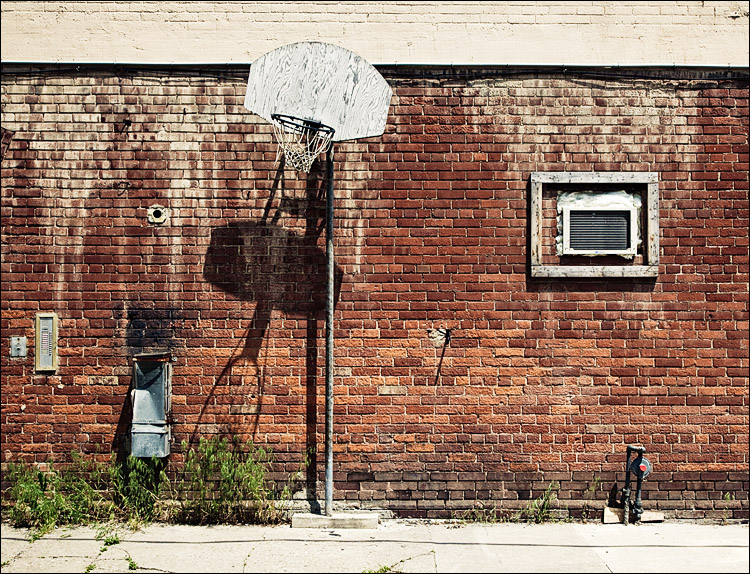 hoop and bricks || Canon5D2/EF17-40L@40 | 1/160s | f9 | ISO400