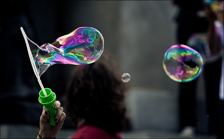 bubble maker || Canon5D2/EF70-200f4L@163 | 1/1600s | f4 | ISO800