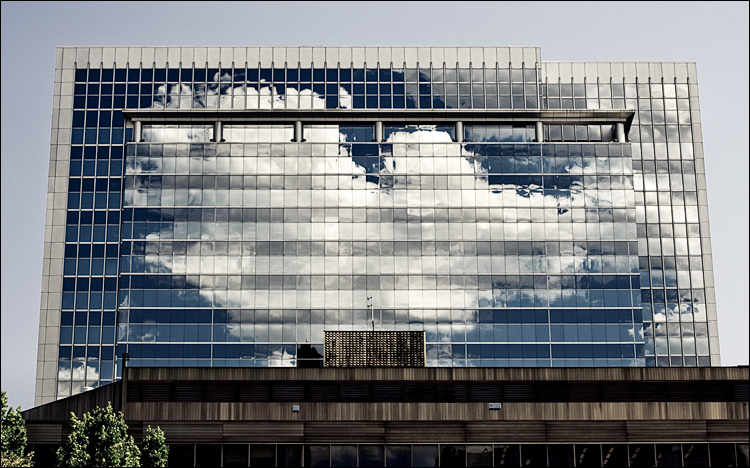 trapped cloud || Canon5D2/EF70-200f4L | 1/800s | f8 | ISO200