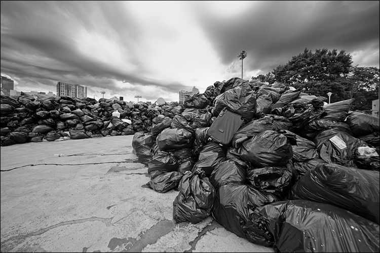 garbagescape || Canon5D2/Sigma12-24@12 | 1/125s | f9 | ISO400