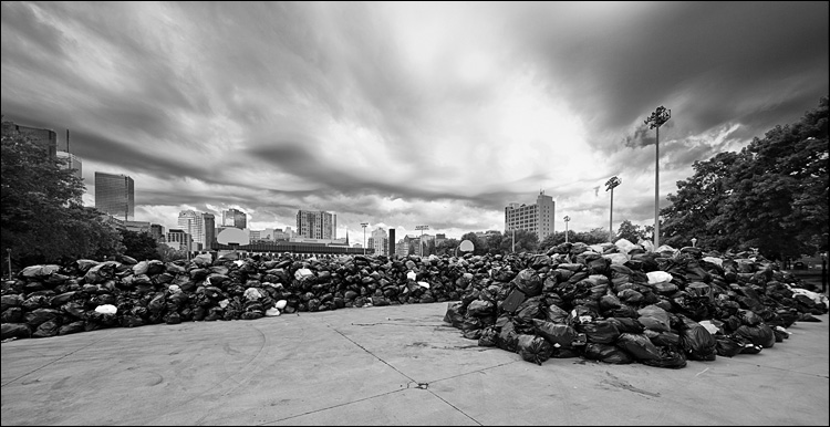 garbagescape || Canon5D2/Sigma12-24@12 | 1/160s | f10 | ISO400